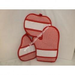 Trio forno Katy: guanto e due presine colore rosso con tela aida da ricamare a punto croce
