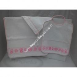Completo 3 pezzi per asilo: bavetta, asciugamano e sacchetto, colore rosa con banda in tela aida da ricamare a punto croce