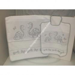 Set asilo art. DINO col. GRIGIO: bavaglino + asciugamano con inserto in tela aida da ricamare a punto croce