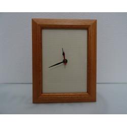 Orologio rettangolare di legno chiaro