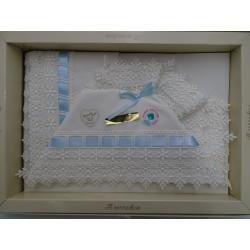Lenzuolino in pizzo macramè avorio e nastrino celeste, per culla 90x120 cm